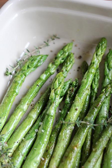 schälen grüner spargel